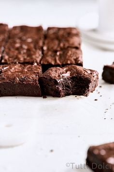Ultimate crinkle brownies are the BEST rich and fudgy brownies! With perfect crinkle tops, these taste like a homemade version of box mix brownies! Brownie Recipes, Cheesecake Recipes, Chocolate Recipes, Dessert Recipes, Best Brownie Recipe, Pie Recipes, Cookie Recipes, Dinner Recipes, Fudgy Brownies