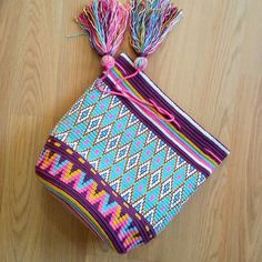 This post was discovered by Do Tapestry Bag, Tapestry Crochet, Crochet Motif, Crochet Patterns, Crochet Handbags, Crochet Purses, Crochet Bags, Modern Crochet, Crochet Home