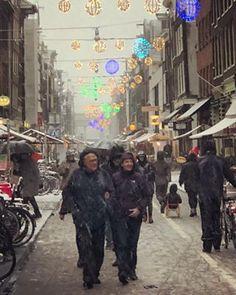 #haarlemmerbuurt #haarlemmerdijk #christmasmarket #snow #amsterdam #weather #cityscape #citylights #iphoneonly #december #winter