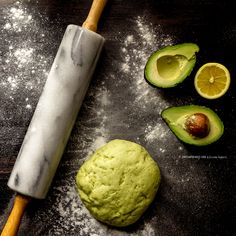 crunchy dough butter out/ avocado in Delicious Vegan Recipes, Raw Food Recipes, Sweet Recipes, Healthy Cake, Vegan Cake, Tortillas Veganas, Food Crush, Weird Food, Sweet Cakes