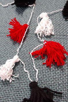 Anleitung Halloween Quasten - so bastelst du eine Quastenkette Tassel Necklace, Tassels, Cool Ideas, Cool Costumes, Fall Halloween, Nice Things, Tassel, Fringes