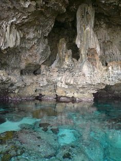 Blue pool inside Avaiki Cave in Niue Island , South Pacific (by vuorikari).
