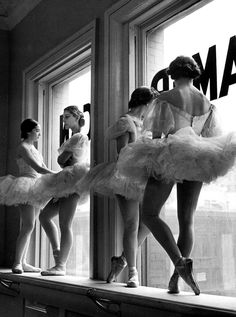 Ballerinas taking a break from class at the American Ballet School, photo by Alfred Eisenstaedt, New York, 1936