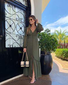 {Sunday ☘️} De coleção nova @raizzoficial ✨ Vestido longo verde militar chic na medida! Amei • #ootd #newcollection #blogtrendalert Abaya Fashion, Fashion Line, Curvy Fashion, Modest Fashion, Long Gown Dress, Dress Skirt, Dress Up, Lovely Dresses, Day Dresses