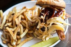 Arnie's Public House: American comfort food in pleasant tavern setting