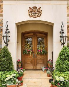 Inspired by the season, three local floral designers share their ideas for front entry style   Opening Statements   At Home in Arkansas   May 2017   Front Door   Wreath   Spring   Fresh Floral