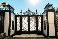 Gate Wall Design, House Main Gates Design, Front Door Design Wood, Steel Gate Design, Front Gate Design, Garden Railings, Garden Fences, Garden Doors, Staircase Design