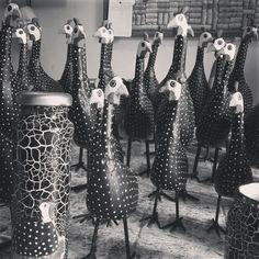Galinhas d'angola de madeira.  #artesanato #decoração #artesanatomineiro #galinha