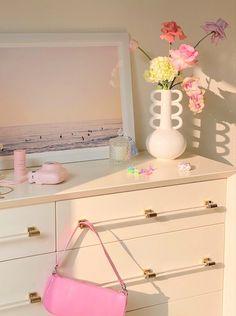 Cute Room Ideas, Cute Room Decor, Room Ideas Bedroom, Bedroom Decor, Deco Studio, Casa Clean, Pastel Room, Minimalist Room, Pretty Room