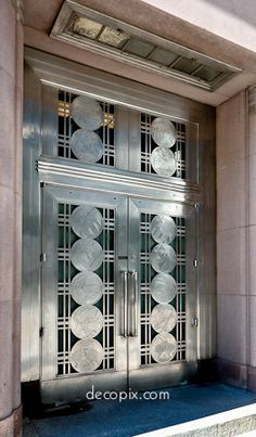 The Art Deco Architecture Site - Art Deco Metalwork Gallery . Art Deco Door, Art Deco Era, Cool Doors, Unique Doors, Art Nouveau, Streamline Moderne, Art Deco Buildings, Art Deco Furniture, Furniture Design