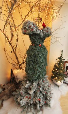 Unique Christmas tree mannequin on a wire dress frame /// This Would Be 1 Gorgeous, Outdoor Fall/Winter Decoration. Mannequin Christmas Tree, Dress Form Christmas Tree, Christmas Window Display, Unique Christmas Trees, Noel Christmas, Xmas Tree, Beautiful Christmas, Winter Christmas, Christmas Crafts