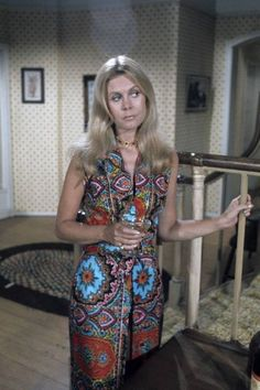 Elizabeth Montgomery as Samantha Stephens in Bewitched...love the outfit!!