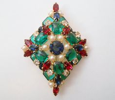 Brooch Pendant Diamond Shape Green Glass by Libbysmomsvintage