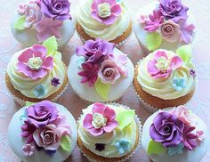 flower cupcakes - perfect for a tea party
