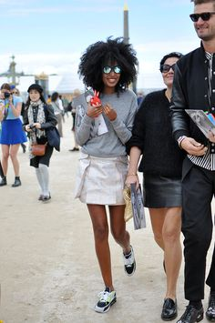 HOW FASHION EDITORS WEAR THEIR SUNGLASSES | Sun Chasers