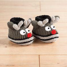 Babyschuhe sind ja ganz im allgemeinen schon total süß, aber gerade jetzt für Weihnachten setzen wir noch einen drauf: Wir stricken süße Rentierschuhe für die Kleinen. Auf die Basis unseres gestrickte