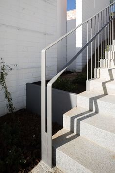 Since 1998 the Web Atlas of Contemporary Architecture Exterior Handrail, Outdoor Handrail, Exterior Wall Cladding, Patio Railing, Staircase Handrail, Outdoor Stairs, Modern Staircase, Staircase Design, Stairs Architecture