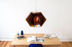 Die L16 Lampen Serie ist eine dekorative und handgefertigte Acrylglas Designer Lampe, in moderner Optik, für eine stimmungsvolle Beleuchtung in deinem Zuhause. farbige Wohnzimmer Lampe, Hängelampe, moderne Pendellampe, Glas Tisch Leuchte, Esstisch Beleuchtung, Laser cut Lampe, Tisch Lampe, Sale von UnikatUndKleinserie auf Etsy