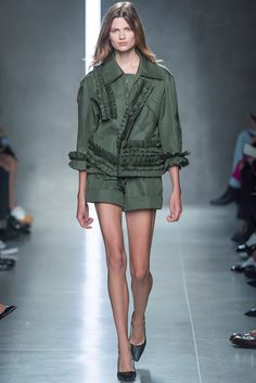 http://www.vogue.es/desfiles/primavera-verano-2014-milan-fashion-week-bottega-veneta/8960/galeria/16202/image/765182