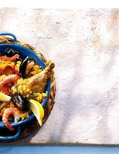 Rezept für Paella bei Essen und Trinken. Ein Rezept für 4 Personen. Und weitere Rezepte in den Kategorien Geflügel, Gemüse, Gewürze, Meeresfrüchte, Obst, Reis, Schwein, Schalen- und Krustentiere, Hauptspeise, Backen, Braten, Dünsten, Kochen, Spanisch, Einfach, Klassiker.
