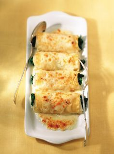Ricardo& Recipe : Baked Sole Rolls with Spinach and Parmesan Cheese Recipes With Parmesan Cheese, Spinach Recipes, Fish Recipes, Cheese Recipes, Fish Dishes, Seafood Dishes, Fish And Seafood, Sole Recipes, Sole Fish