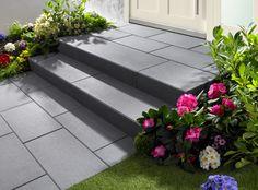 Vanity®-Stufen - Glanzvoller Auftritt. Mit Vanity-Stufen gestalten Sie Treppenanlagen, die zu modernster Architektur passen. Die samtig satinierte Trittfläche glitzert je nach Lichteinfall. Aha-Effekt (Modern Garden Step)