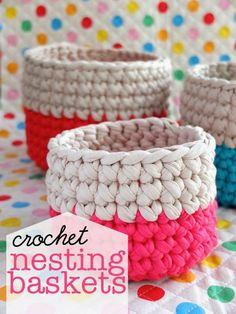 Um tutorial com video incluido para fazer estes lindíssimos cestos em crochet , em que pode aproveitar para reciclar t -shirts ou roup...