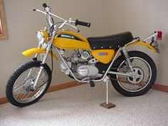 Ideas for mini dirt bike motorcycles Classic Honda Motorcycles, Old School Motorcycles, Vintage Motorcycles, Scrambler Cafe Racer, Honda Scrambler, Trail Motorcycle, Enduro Motorcycle, Honda Dirt Bike, Honda Bikes
