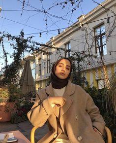 Hijab Fashion Summer, Street Hijab Fashion, Muslim Fashion, Modest Fashion, Fashion Outfits, Casual Hijab Outfit, Muslim Girls, Mode Hijab, Pakistani Outfits