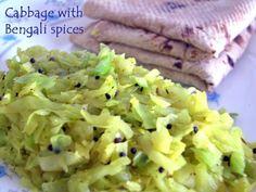 Bengali Veg Recipes, Bengali Food, Vegetarian Cabbage, Vegetarian Recipes, Low Cal Lunch, Cabbage Curry, Spicy Gravy, Nigella Seeds, Spice Mixes