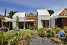 Conheça a Tower House - uma casa que se parece com um aldeia e com horta compartilhada