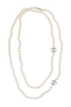 vintage chanel pearl necklace.