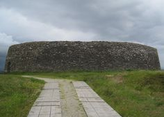 Grianan of Aileach is a magnificent, stone ringfort located in County Donegal, which lies near the town of Burt, within twenty miles of Letterkenny. Ancient Myths, In Ancient Times, Irish Weather, Concrete Building, Great King, Donegal, Day Trip, Ireland, Beautiful Places