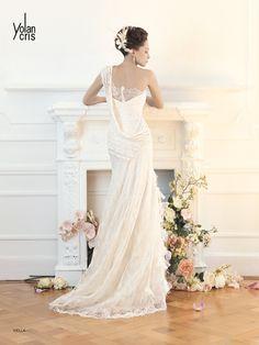 #viella #YolanCris #wedding #dress #white #long #bride #moda #fashion #model #Didier #salonvencanica #blind #beads #flowers #blakbirdfield #romantic #different #exclusive #feminie