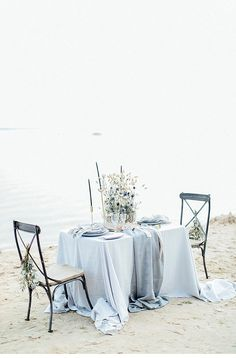 A beautiful calm and serene blue tables cape, perfect for an elopement wedding. At the Seaside by Anja Schneemann Photography - Hochzeitsguide Elope Wedding, Elopement Wedding, Destination Wedding, Beach Wedding Inspiration, Elopement Inspiration, Reception Design, Decoration Table, Blue Tables, Fine Art Photography