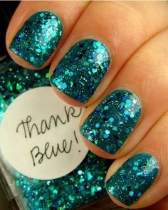 Blue Glitter Nailart.