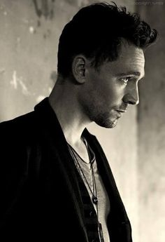 Tom Hiddleston no me parece particularmente wow, pero en esta foto se ve medio unfgrr