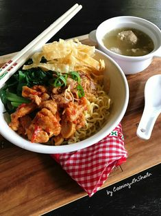 Mie ayam with Sheila Gondowijoyo Asian Recipes, Real Food Recipes, Snack Recipes, Ethnic Recipes, Prawn Noodle Recipes, Indonesian Cuisine, Indonesian Recipes, Oriental, Thai Street Food