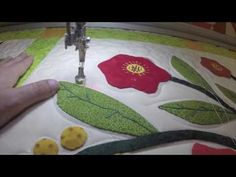 PASO 3 Rellenar el fondo de un bloque con acolchado - YouTube Quilt Sizes, Free Motion Quilting, Art Forms, Labor, Diy And Crafts, Projects To Try, Patches, Quilts, Embroidery