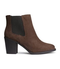 Ankle boots in imitation suede with elastic side panels and rubber soles. Heel height 3 1/4 in.