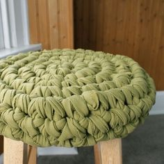 Stool cover crocheted from old t-shirts. Free pattern.