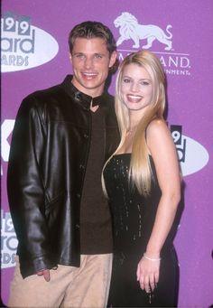 Pin for Later: Retour Sur la Fois où Ces Couples de Célébrités Se Sont Affichés en Public Pour la Première Fois Nick Lachey et Jessica Simpson en 1999