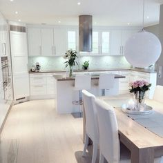 White kitchen / dining