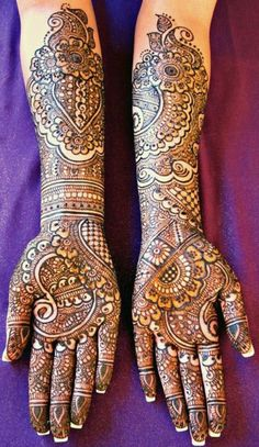 Beautiful Dulhan Mehndi Design with Intricate Detail