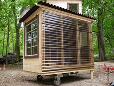 Relaxshacks.com: A Micro Pond-Side Reading Pod/Cabin for an NYU Professor…