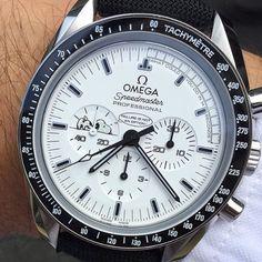 Omega Speedmaster Snoopy Edition