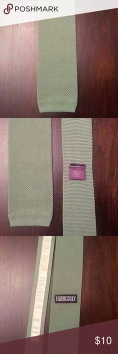 Green Silk knit tie Silk knit land's end tie in a muted green color No imperfections that i can see Really cool tie! Lands' End Accessories Ties