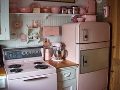Vintage pink kitchen - too pink for me, but a starting point