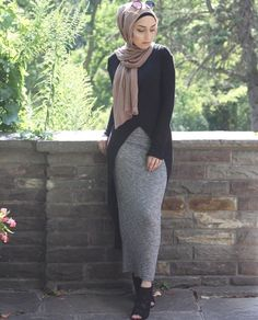 Hijab with long grey body con skirt and black tunic Islamic Fashion, Muslim Fashion, Modest Fashion, Hijab Fashion, Girl Fashion, Fashion Outfits, Emo Fashion, Hijab Dress, Hijab Outfit