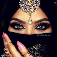 Mystical eye look from @beautydosage #makeupaddictioncosmetics #flaminglovepalette #makeupaddictionbrushes